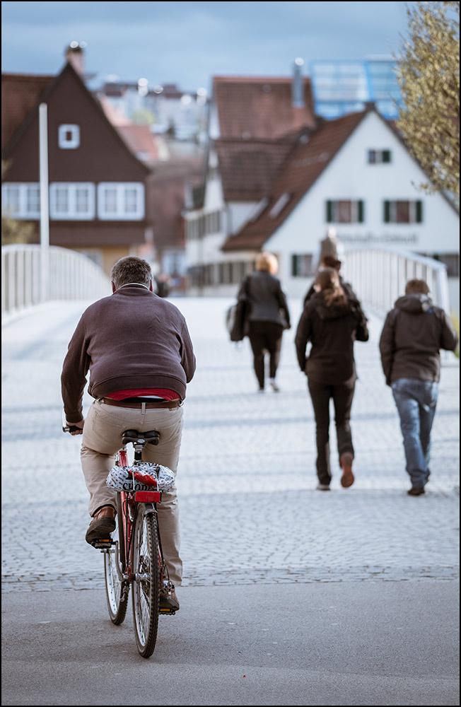 Straßenfotografie mit dem 2,0/90 mm bei offener Blende